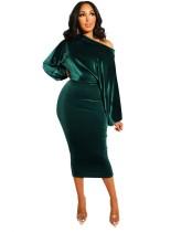 Vestido a media pierna con mangas de murciélago de terciopelo verde formal de fiesta de otoño con hombro inclinado