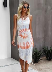Летнее элегантное длинное платье с принтом тай-дай и нерегулярными бретелями
