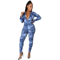 Blau gewickelter Bodysuit mit Herbstdruck und passende Hose