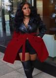 冬の黒と赤のコントラストレザージャケット