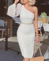 Vestido a media pierna elegante de un hombro blanco de fiesta de otoño