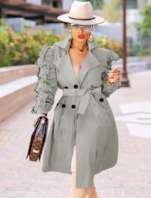 Осенняя однотонная куртка с объемными рукавами и поясом