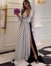 Herbstliche formale weiße und schwarze Polka Deep-V Seitenschlitz Abendkleid