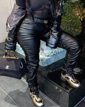Pantaloni di pelle nera di inverno increspato