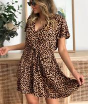 Летнее повседневное короткое платье с запахом и леопардовым принтом