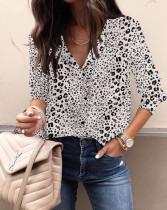 Elegante Bluse mit Frühlings-Leopardenmuster und V-Ausschnitt