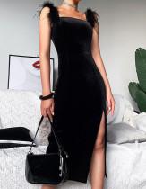 Vestido a media pierna con correa de plumas y abertura lateral en negro formal de fiesta de primavera