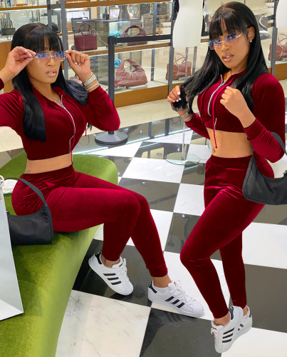 Tuta da allenamento casual in due pezzi abbinata a top corto in velluto e pantaloni