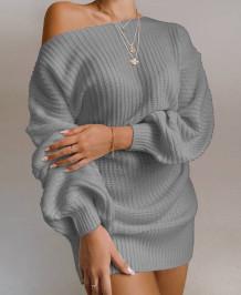 Mini vestido de punto con hombros descubiertos y mangas de murciélago