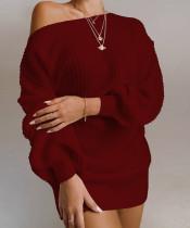 Minivestido estilo suéter con hombros descubiertos y mangas de murciélago en rojo de primavera