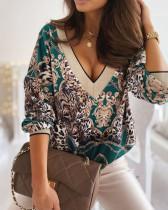 Langärmliges, lockeres Hemd mit Retro-Print und V-Ausschnitt