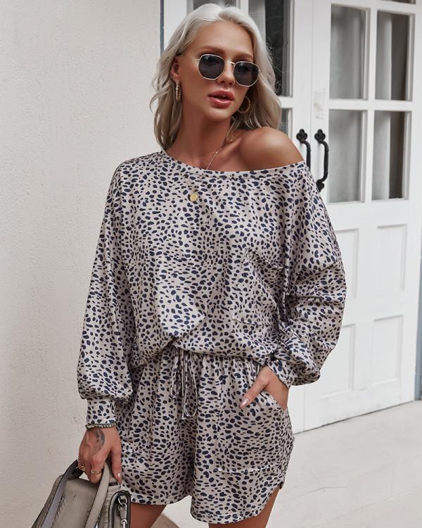Conjunto de salón con pantalones cortos de manga larga de dos piezas con estampado de leopardo