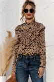 Elegante blusa con volantes y estampado de lunares de manga larga