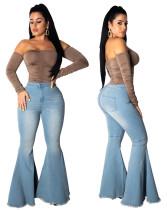 Синие потертые расклешенные джинсы с высокой талией