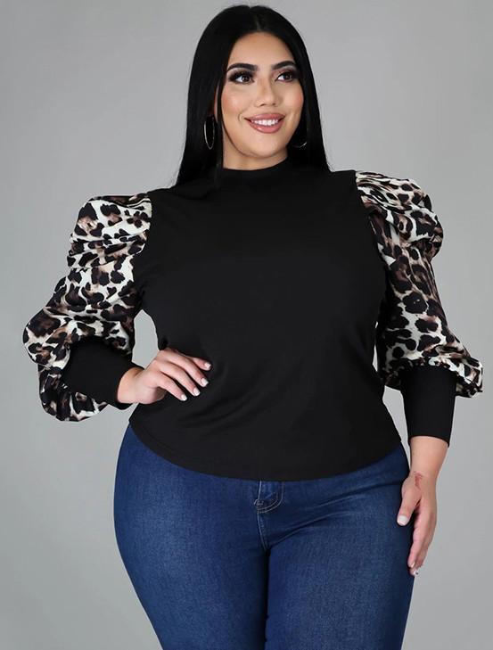Top básico negro de talla grande con mangas abullonadas estampadas