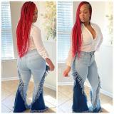 Jeans acampanados con flecos en contraste de cintura alta con estilo