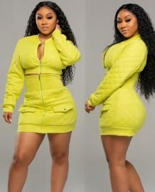 Jaqueta curta casual com zíper simples de mola e minissaia de cintura alta
