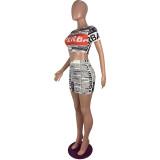 Conjunto de minifalda y top corto con estampado de boletín informativo de fiesta