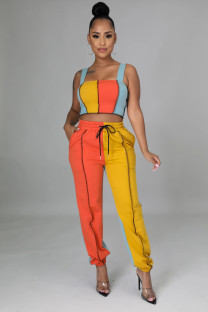 Conjunto de blusa de alças largas e calças de moletom combinando com contraste de duas peças