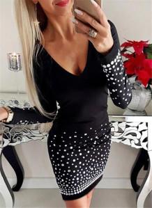 Weißes und schwarzes Perlen-Langarm-Minikleid mit V-Ausschnitt