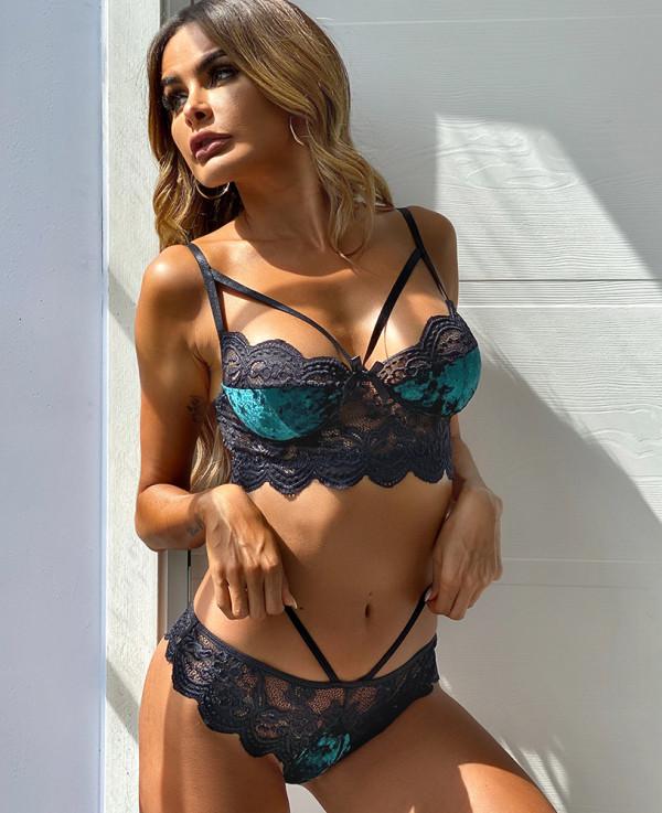 Conjunto de lencería sexy con sujetador y bragas de terciopelo con contraste de encaje