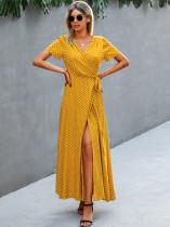 Летнее элегантное длинное платье в горошек с короткими рукавами и запахом