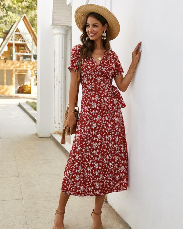 Vestido largo elegante envuelto floral de verano