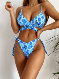 Zweiteilige Badebekleidung mit Blumenblau-Wickelstrings