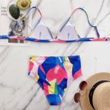 Zweiteilige bunte Badebekleidung mit hoher Taille