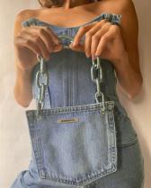 Top sans bretelles en denim bleu à lacets avec sac à main assorti
