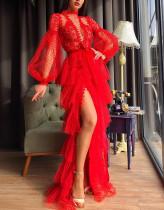 Vestido de noche de malla de lunares rojo formal con mangas abullonadas