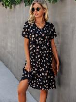 Vestido corto de una línea con estampado informal de verano