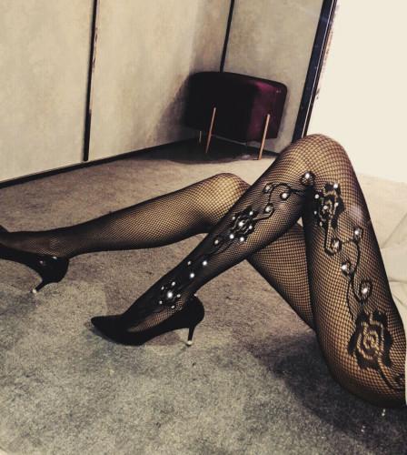 Bas de perles sexy en maille florale noire
