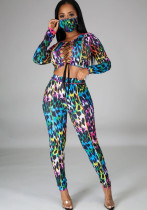 Top corto colorato con lacci per feste e pantaloni coordinati con copri-viso