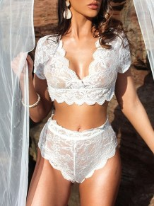Ensemble de lingerie sexy en dentelle à manches courtes et culotte