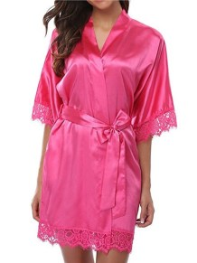 Robe de pyjama sexy en satin avec patch en dentelle avec culotte