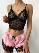 Conjunto de lencería sexy con top de encaje y pantalones cortos de satén