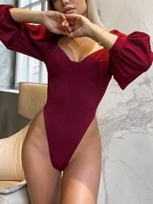 Сексуальное красное боди с длинными рукавами и высоким вырезом
