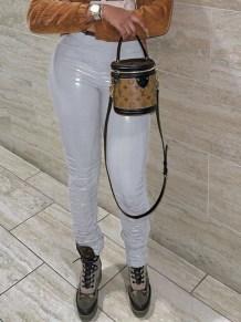 Pantalones apilados apretados atractivos de cuero