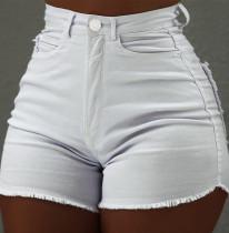 Sommerweiße Jeansshorts mit hoher Taille und Quasten
