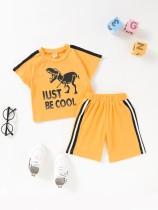 Bijpassende zomerset met dierenprint en short voor babyjongens
