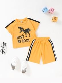 Conjunto a juego de camiseta y pantalón corto con estampado animal de verano para bebé niño