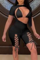 Top bikini nero estivo e pagliaccetti aderenti con lacci ritagliati 2 pezzi