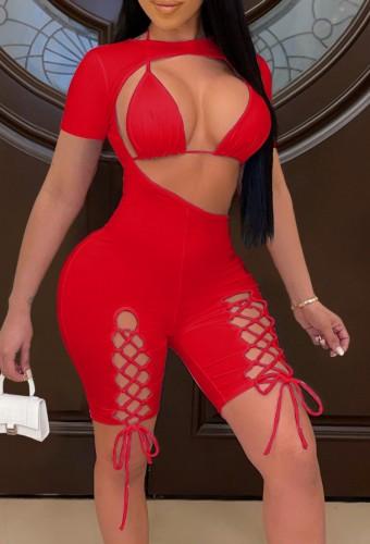 Top bikini rosso estivo e pagliaccetti aderenti con lacci ritagliati 2 pezzi