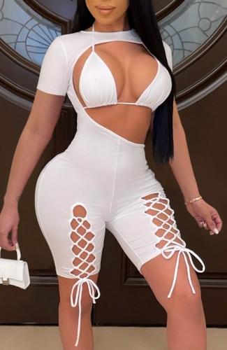 Top bikini bianco estivo e pagliaccetti aderenti con lacci ritagliati 2 pezzi
