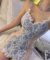 Летнее бело-синее ночное мини-платье с кружевными бретелями