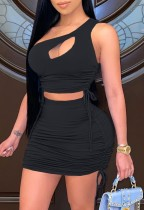 Crop top à une épaule froncé noir d'été et mini-jupe assortis à 2 pièces