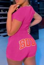 Camicia e pantaloncini aderenti con stampa rosa casual estiva abbinati a 2 pezzi
