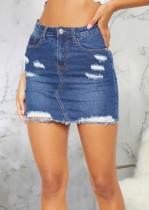 Falda de mezclilla azul rasgada de cintura alta de verano
