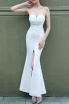 Vestido de novia de sirena con abertura frontal sin tirantes blanco de boda de verano